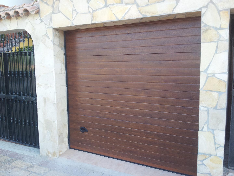 Puerta seccional lacada imitacion madera acanalada lisa kitdoor - Vinilos imitacion madera para puertas ...