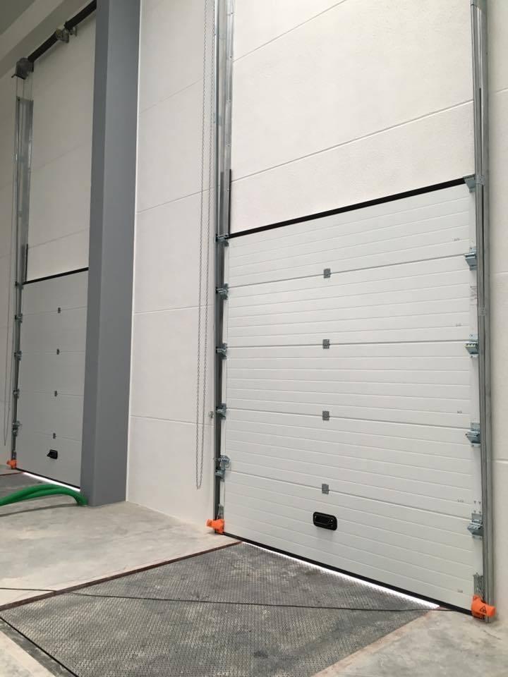 Puerta seccional industrial kitdoor for Puerta industrial